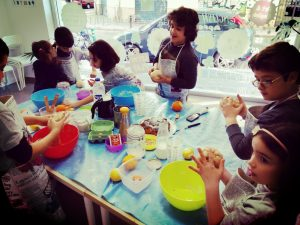 Little Chefs: rainbow muffins @ Academia La llibreta